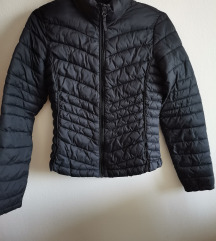 Prešita črna jakna