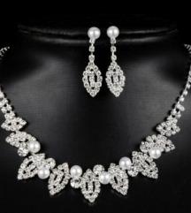 Komplet nakita iz titana z perlami in cikrončki