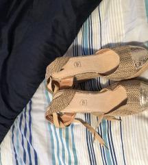 Moderni sandali z peto