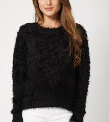 črn kosmat pulover SAMO 10 EUR