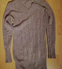 Topel daljši pulover peščene barve