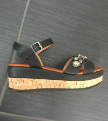 Sandali z biseri