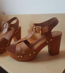Rjavi sandali z visoko peto