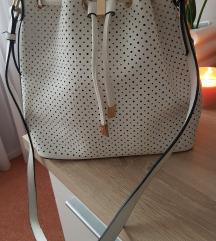 Bela torbica preko rame