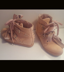 Roza čevljo