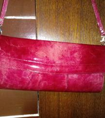 Rdeča lakasta torbica