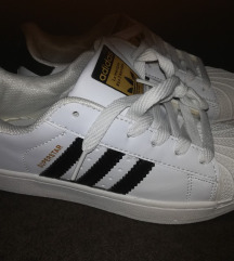 Adidas superstar, št. 33