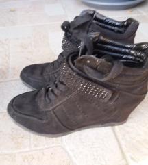 Čevlje z polno peto št.38