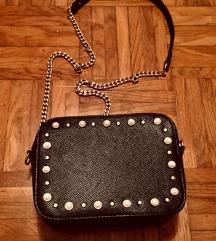 Čudovita črna torbica s ketnico