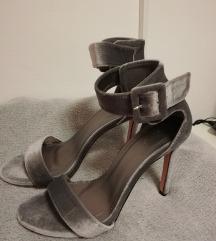 Novi nenošeni semiš sandali s peto