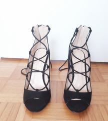Sandali na vezalke