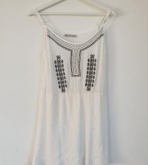 Lahka bela obleka z vezenino