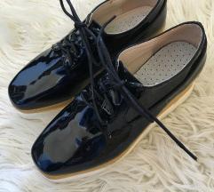 Črni čevlji z visokim podplatom