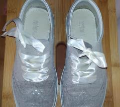 usnjeni čevlji št.38