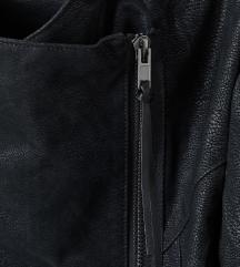 H&M črna jakna z etiketo