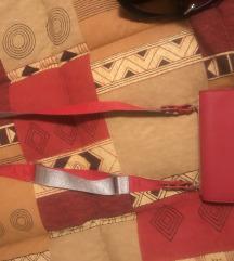 Rdeca manjsa torbica