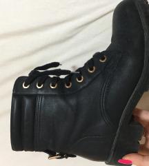 Črni škornji/ čevlji