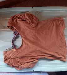 rjava majica z pentljo zadaj