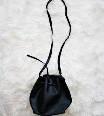Črna mala torbica