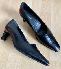 Črni čevlji s peto št. 37 in 38