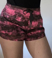Roza-črne športne kratke hlače