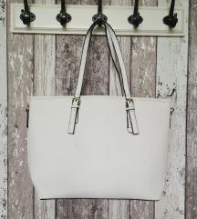 Prostorna bela torbica