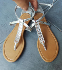 ZNIŽ.Novi srebrni sandalčki