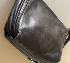 rjava usnjena torba