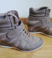 High Heel Sneakers PPT vštet