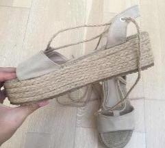 NOVE sandale s platformo