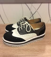 Oxford črno beli čevlji št. 38