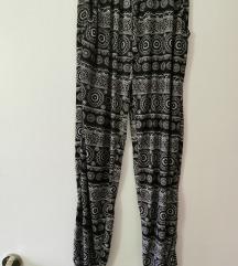 Poletne lahkotne hlače s patentom s-m s vzorcem