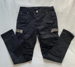Črne hlače z biserčki