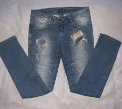 Svetle strgane jeans hlače Fishbone