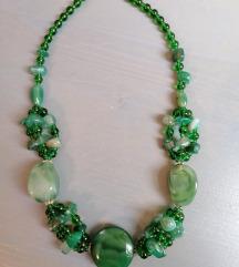 Ogrlica iz zelenih kamenčkov in perlic