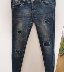 Jeans strgane hlače