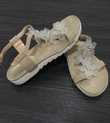 Sandali z rožicami
