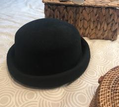 Crni klobuk