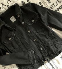 Črna jeans jakna