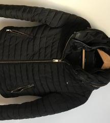 Črna zimska jakna