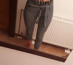Črtaste hlače s pentljo