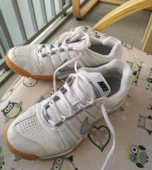 Superge Nike 39