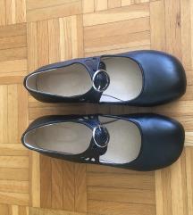 Čevlji z nizko peto