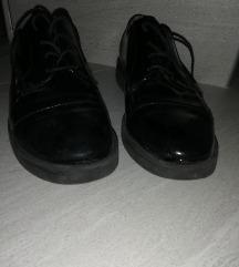 Bata lakasti čevlji