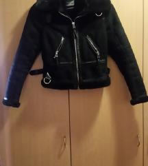 Kratka črna jakna