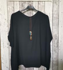 Črna bluza z ogrlico