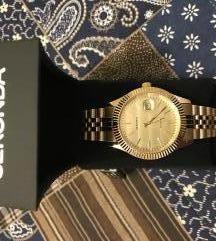 ura v zlati barvi-Nova!