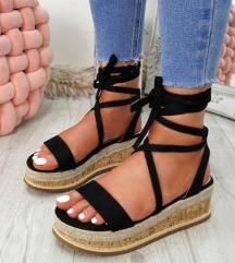 NOVI poletni sandali za zavezati s polno peto