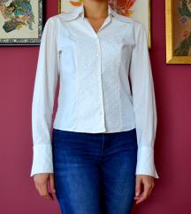 Bluza z vezenimi detajli
