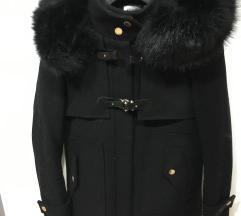 Zimska jakna z velikim umetnim krznom